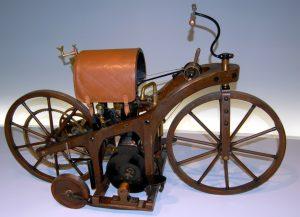 Ini Dia Penemu Sepeda Motor Pertama Di Dunia Serta Sejarahnya
